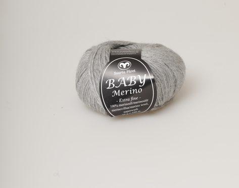 Svarta fåret Baby Merino ljusgrå 03